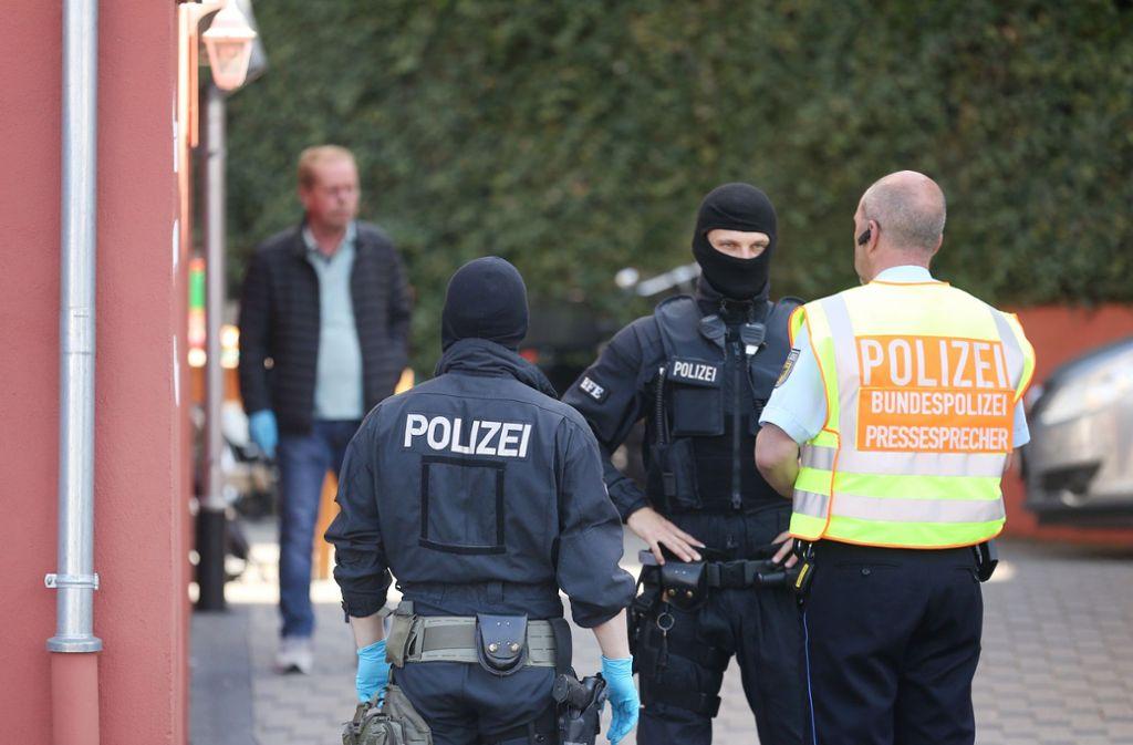 Bei der bundesweiten Razzia gegen ein Schleuser- und Zuhälternetzwerk wurden mehr als hundert Personen vorläufig festgenommen Foto: dpa