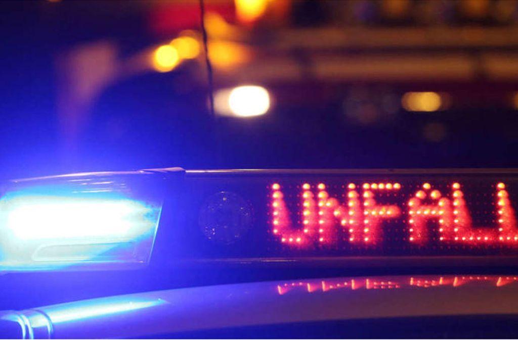 Die Polizei sucht Zeugen des Unfalls auf der B295 am Dienstagabend. Foto: dpa