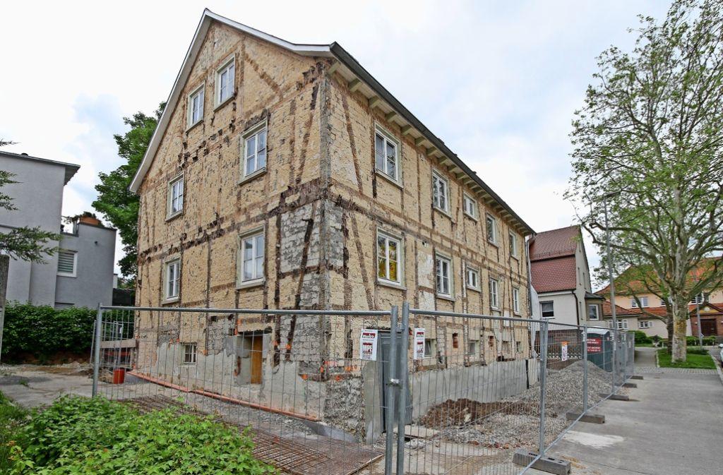 Die Sanierung des Hauses Jahnstraße7 ist im Mai eingestellt worden. Foto: factum/Bach