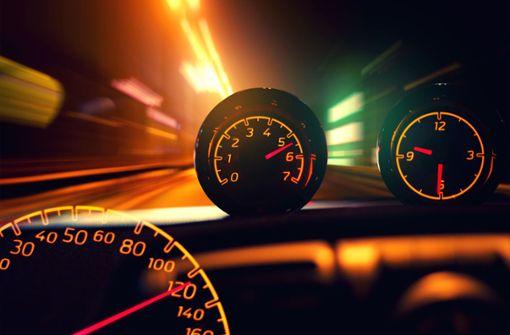 Bei illegalem Autorennen Fußgänger gefährdet