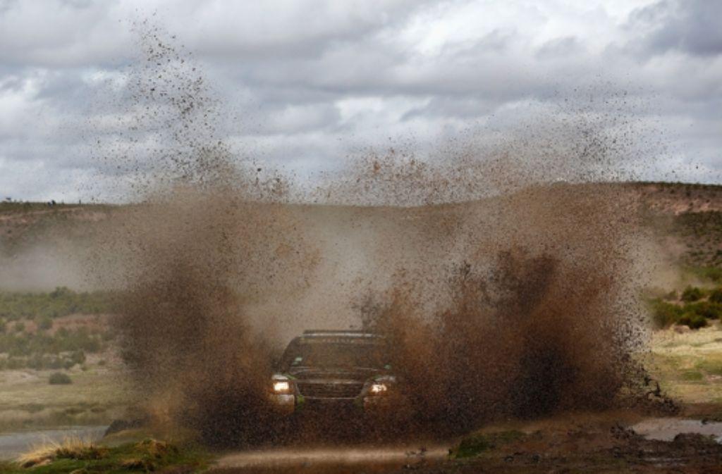 Der Berliner Co-Pilot Timo Gottschalk hat seinen Fahrer Yazeed Alrajhi am Sonntag zum ersten Tagessieg bei der 36. Dakar navigiert.  Foto: Getty Images South America