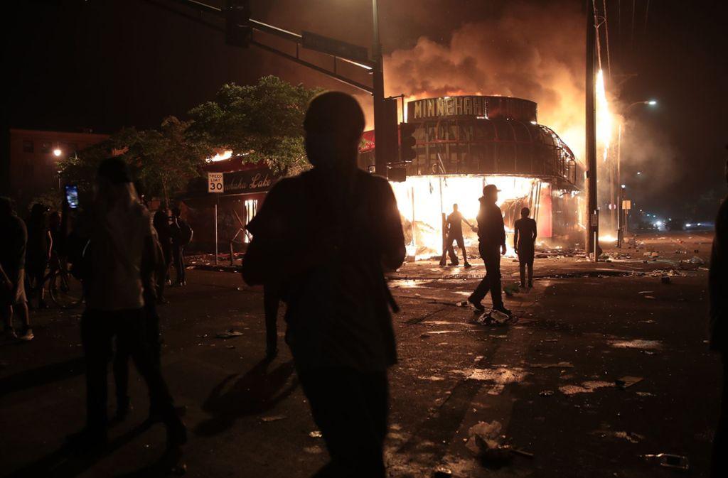 In den USA halten die Proteste wegen des gewaltsamen Todes von George Floyd an. Foto: AFP/SCOTT OLSON