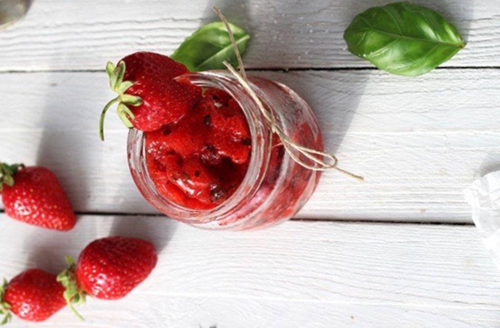 Food-Bloggerin Natalie Friedrich zeigt, dass die Erdbeere auch cool kann... Foto: Natalie Friedrich