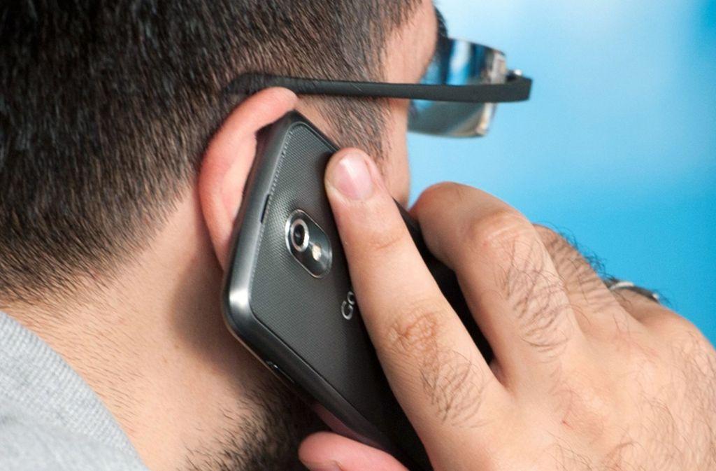 Ab Mittwoch  werden die Gebühren für Telefonate und SMS aus dem Heimatland ins EU-Ausland gedeckelt. (Symbolfoto) Foto: dpa