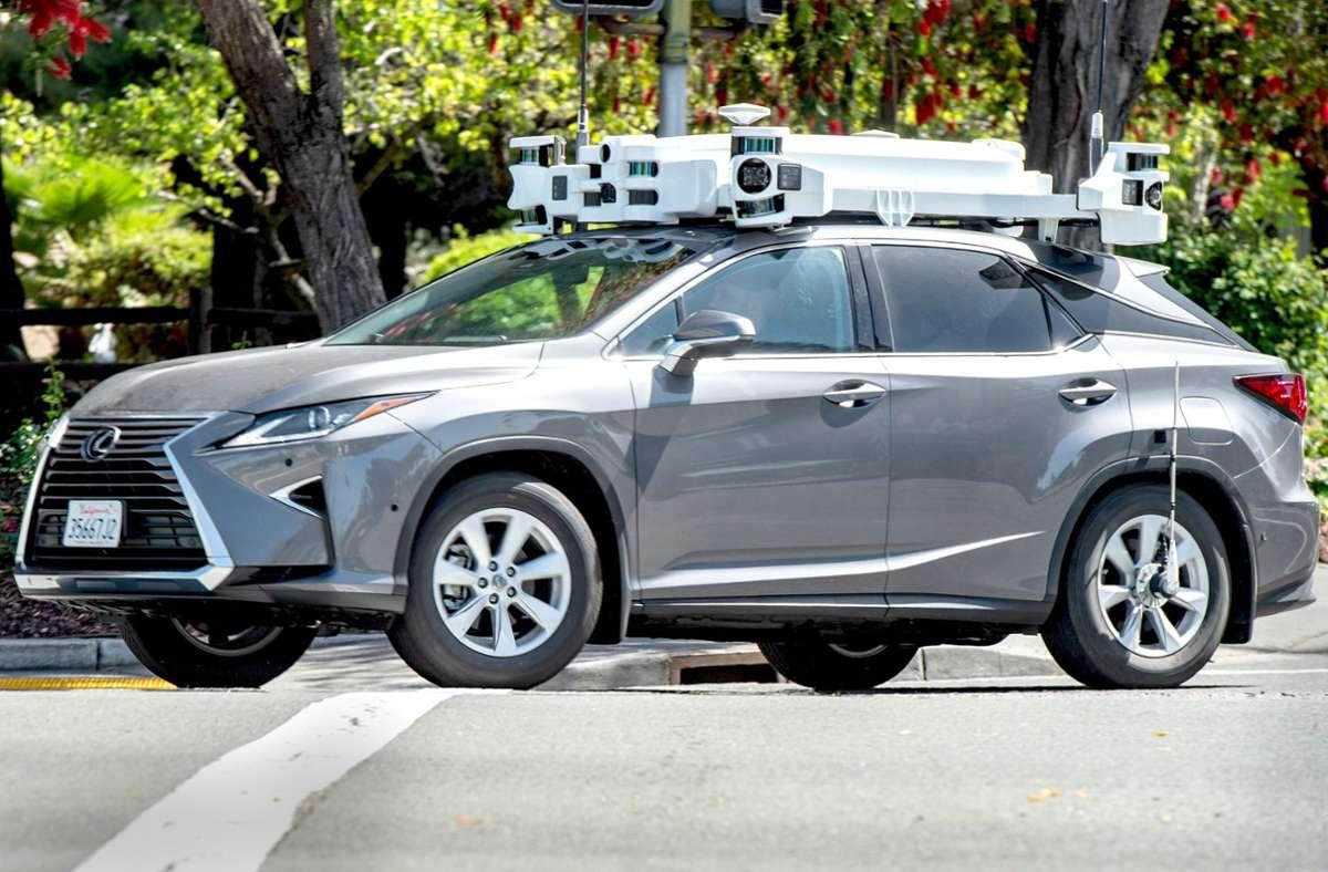 Das einzige unwiderlegbare Zeugnis von Apples Auto-Ambitionen waren bisher die zu Roboterwagen umgebauten SUV der Toyota-Luxusmarke Lexus. Foto: dpa/Andrej Sokolow
