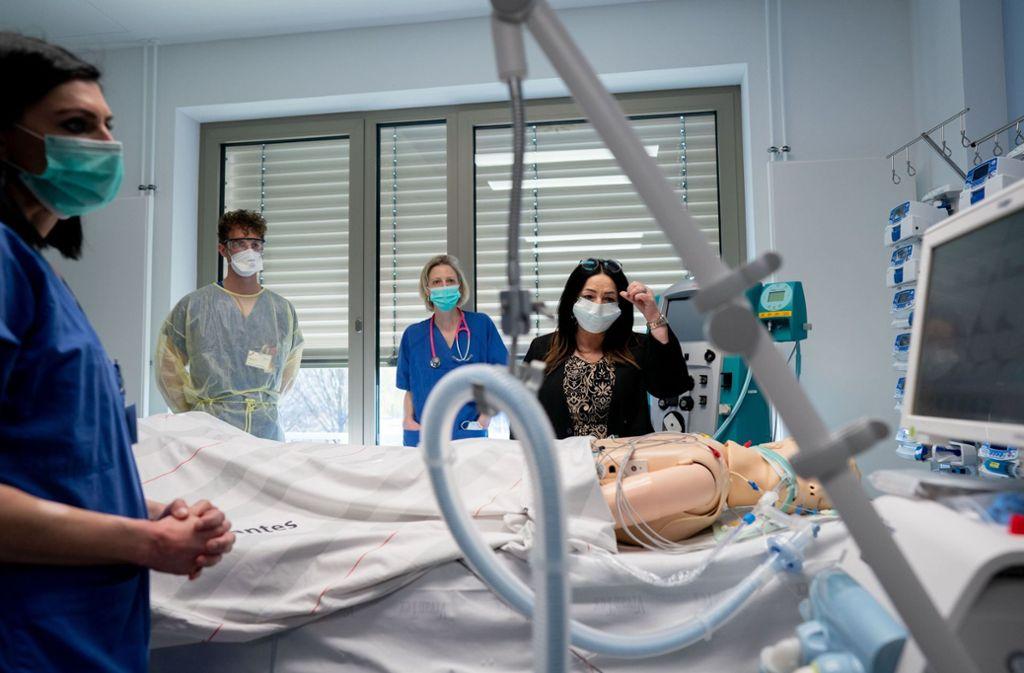 Die künstliche Beatmung (hier an einer Dummypuppe) ist bei vielen Corona-Patienten lebenswichtig. Foto: dpa/Kay Nietfeld