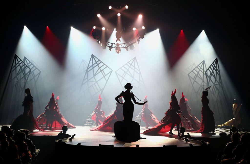 """Die Bühnenshows der """"World of WearableArt"""" zeigen die kreativen Werke der Designer mit einer Performance. Foto: Getty Images AsiaPac"""