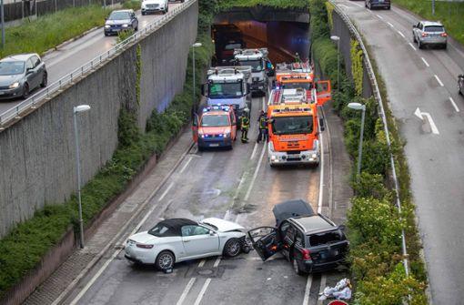 Autos stoßen zusammen – B295 gesperrt