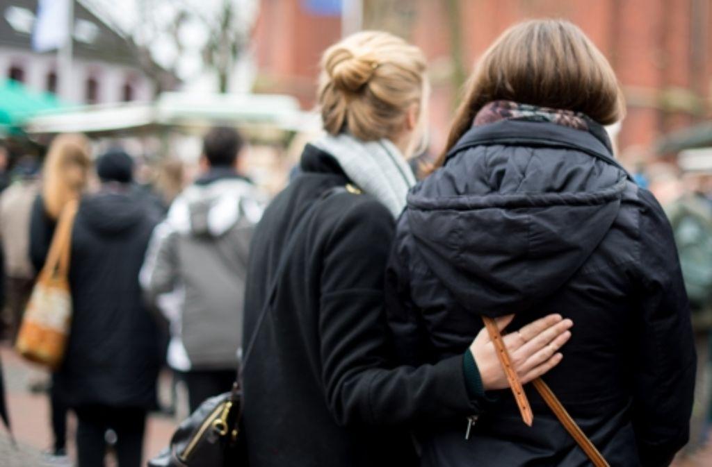 In Haltern wurde an die Opfer mit einer Schweigeminute gedacht. Foto: dpa