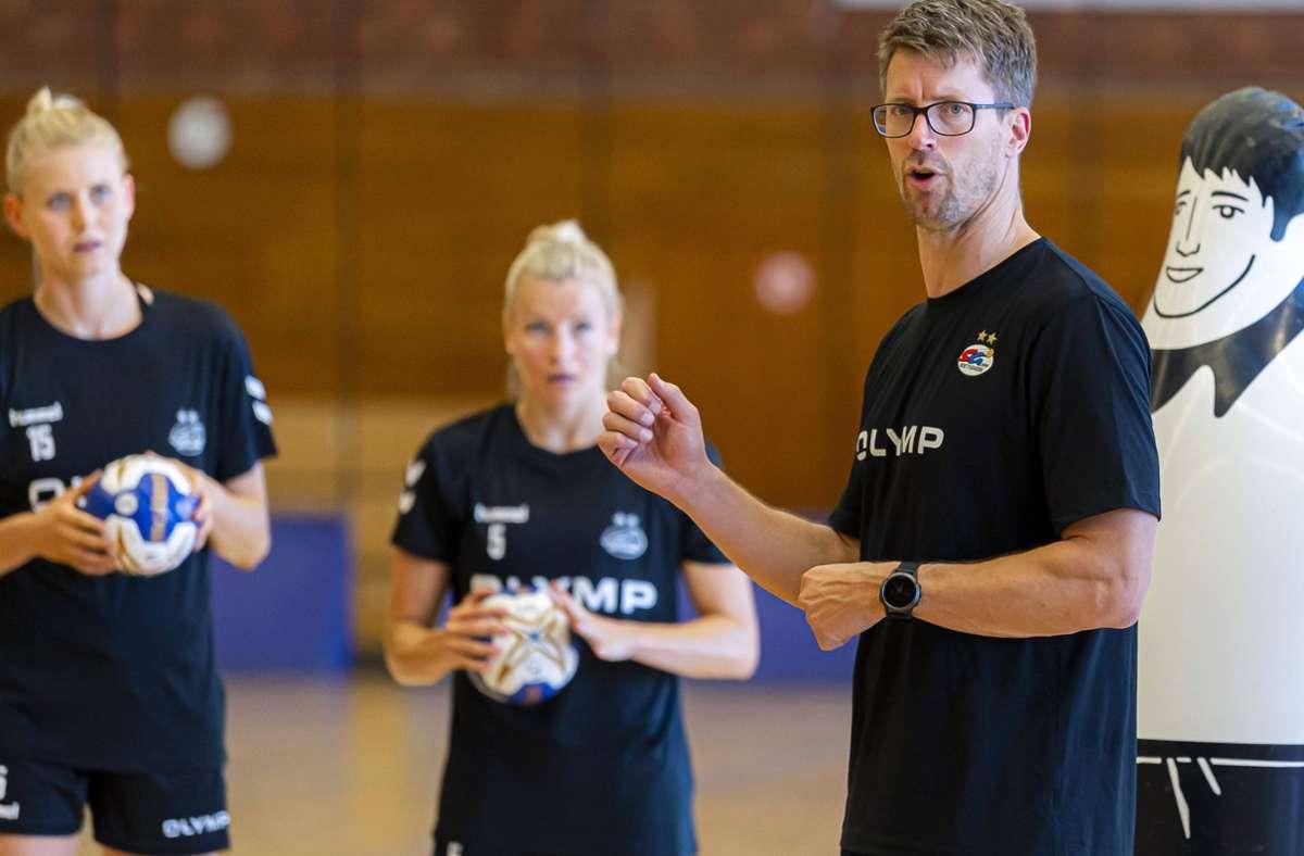 Markus Gaugisch: Neue Erfahrung als Trainer des Frauen-Bundesligisten SG BBM Bietigheim. Foto: imago//Marco Wolf