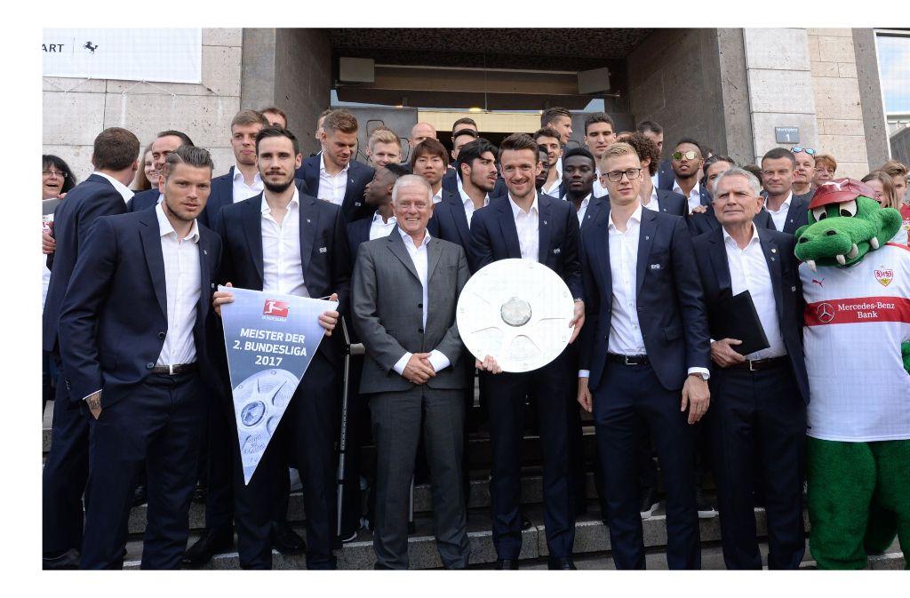 Die Mannschaft des VfB Stuttgart wurde im Rathaus empfangen. Foto: dpa