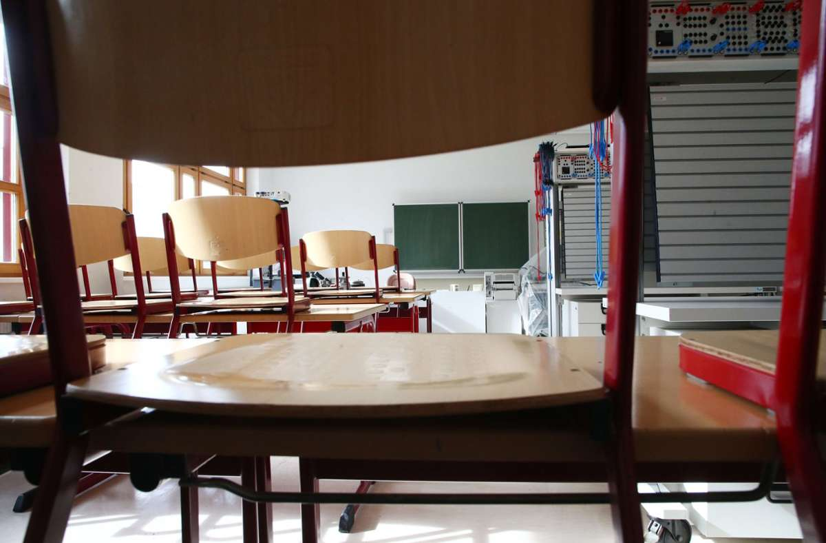 Wann dürfen die Schulen wieder Präsenzunterricht anbieten? Foto: dpa/Bodo Schackow