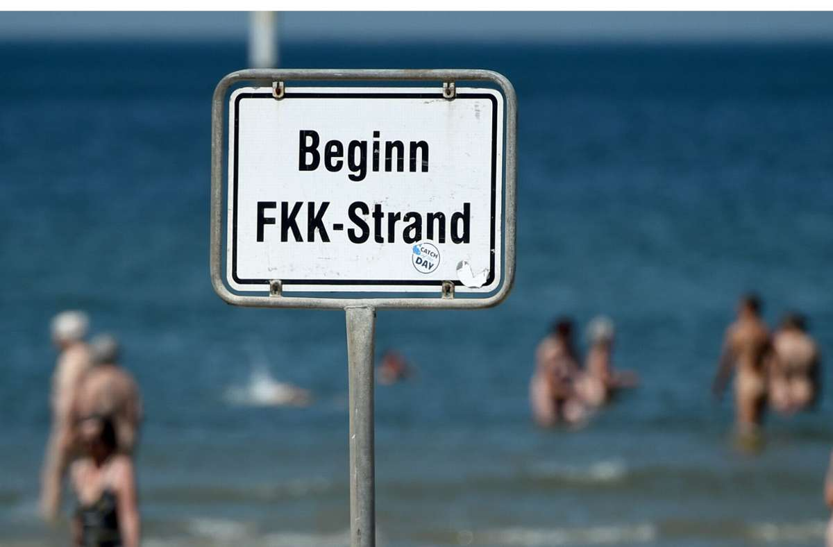 Führen die idealen Körper im Internet zu Konkurrenzdruck am FKK-Strand? Foto: dpa/Carsten Rehder