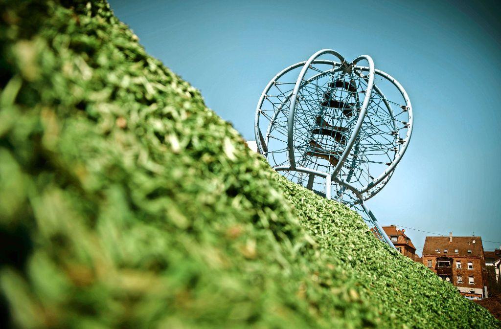 Das Klettergerüst für den neuen Park hat die Form eines Heißluftballons, es  ist eine Hommage an die Partnerstadt. Foto: Gottfried Stoppel