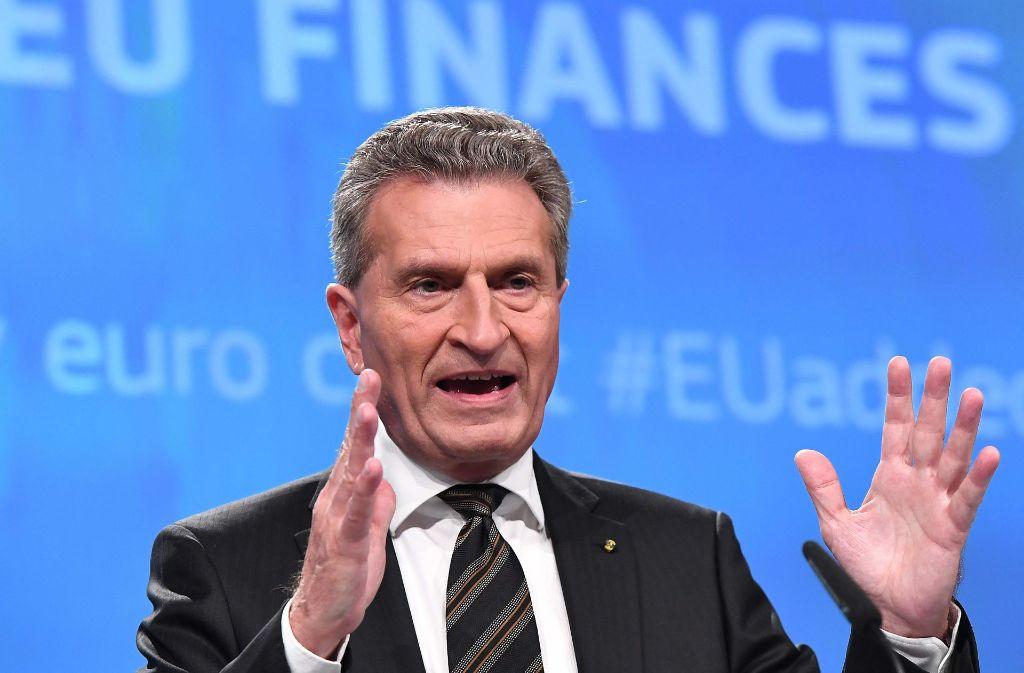 """EU-Haushaltskommissar Günther Oettinger kritisiert das  """"kostenlose und umfassende journalistische Angebot"""" der öffentlich-rechtlichen Sender im Internet, weil es einen zu geringen Bezug zum Fernsehprogramm habe. Foto: AFP"""