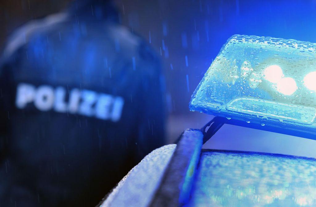 Die Polizei ermittelt unter anderem wegen Angriffs auf Vollstreckungsbeamte und Verstoßes gegen das Betäubungsmittel- sowie das Waffengesetz. (Symbolfoto) Foto: dpa