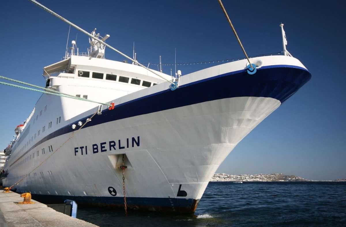 """Das Schiff wurde 1980 gebaut und war von 1986 bis 1998 als """"Das Traumschiff"""" in der gleichnamigen ZDF-Fernsehserie unterwegs. Foto: dpa/Verena Wolff"""