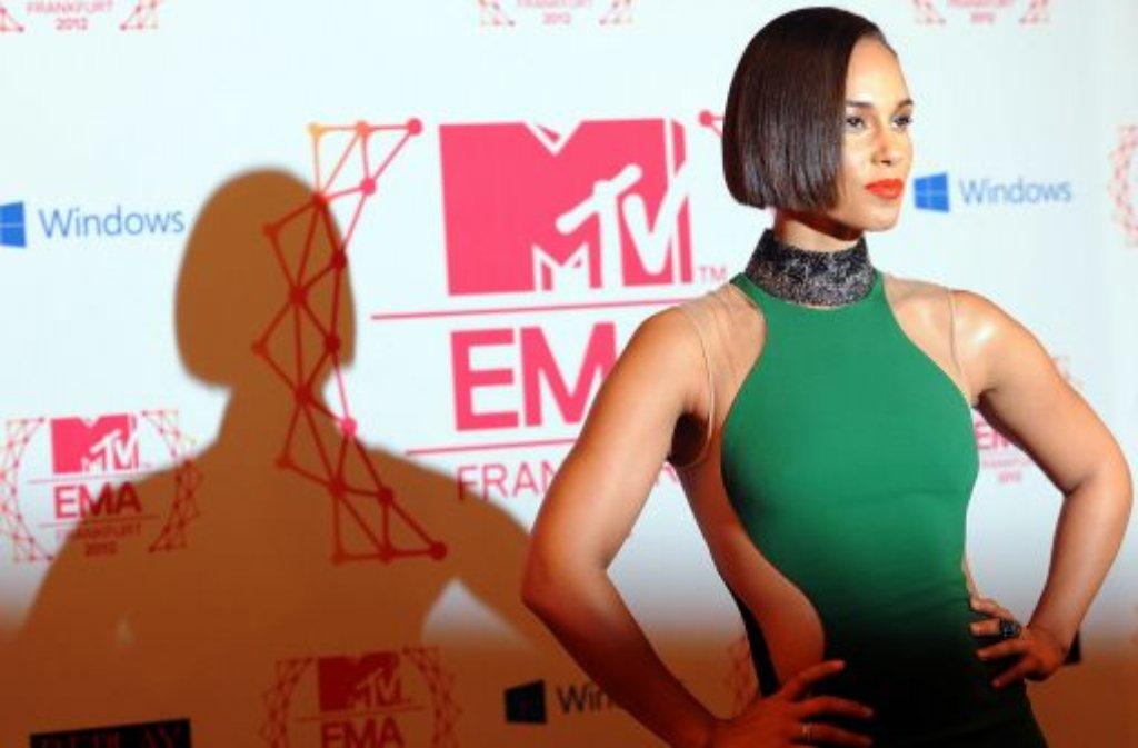 R&B-Star Alicia Keys lehrt den Paparazzi das Fürchten Foto: dpa