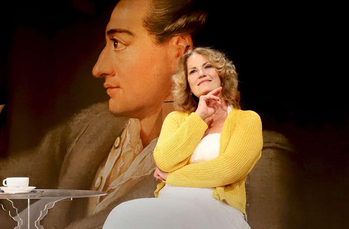 Die Schauspielerin Martina Guse überzeugt als Charlotte von Stein, in einem  Monolog über ihre Liaison mit Johann Wolfgang von Goethe. Foto: Sabine Haymann