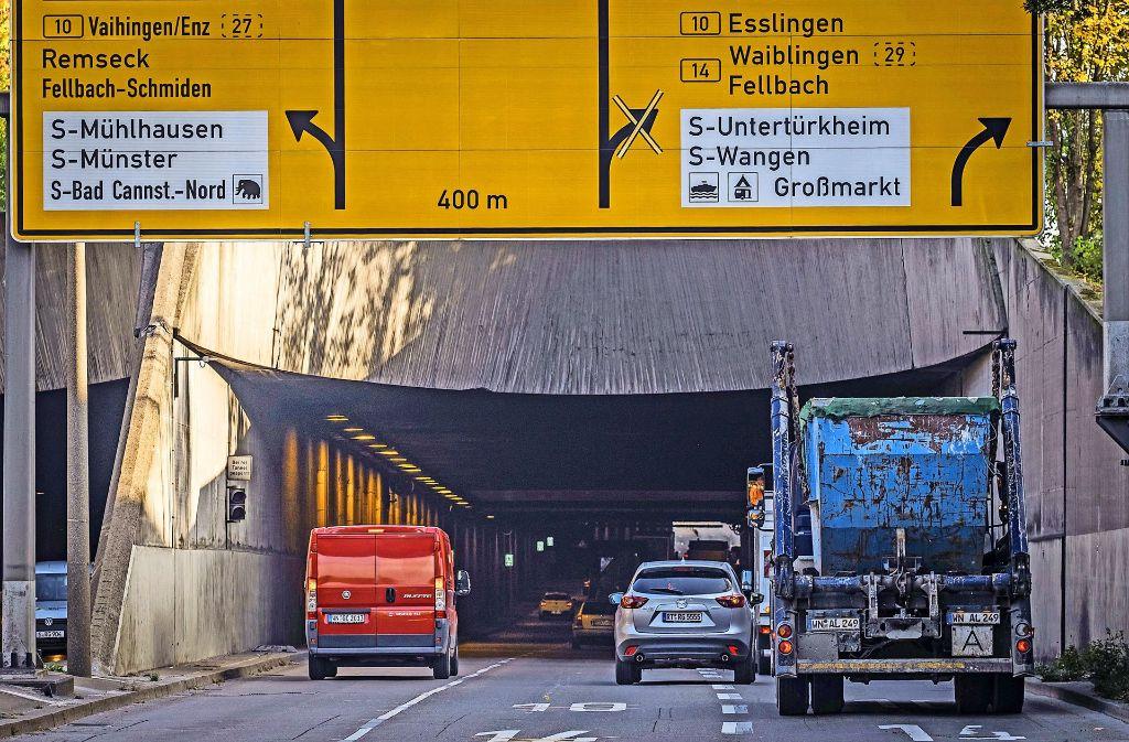 Am Schwanenplatztunnel ist der Verkehr überlicherweise dichter als irgendwo sonst in Stuttgart.  Gerade diesen Bereich möchten manche Regionalräte durch neue Straßenprojekte entlasten. Foto: Lichtgut/Max Kovalenko