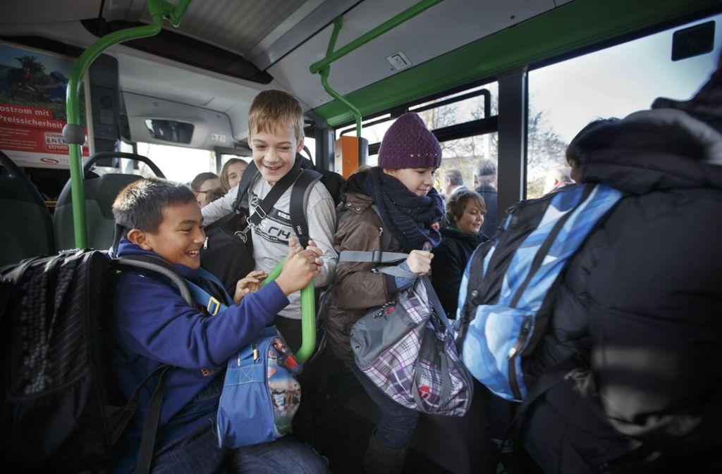 Voller Bus: Viele Schüler sind auf Schulbusse angewiesen. Blöd, wenn einfach einer gestrichen wird. Foto: Gottfried Stoppel/Archiv