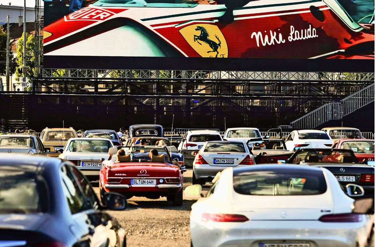 1000 Mercedes-Fahrer schauen einen Ferrari-Film auf dem Cannstatter Wasen. Foto: Lichtgut/Max Kovalenko