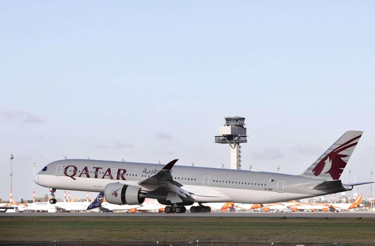 Es handelte sich um ein Flugzeug der Fluggesellschaft Qatar Airways aus der katarischen Hauptstadt Doha. Foto: imago images/Jochen Eckel