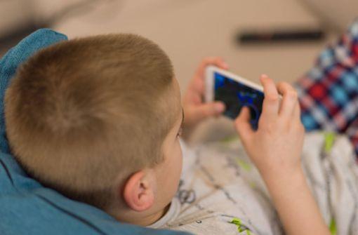 Siebenjähriger verzockt rund 2700 Euro mit Handy der Mutter