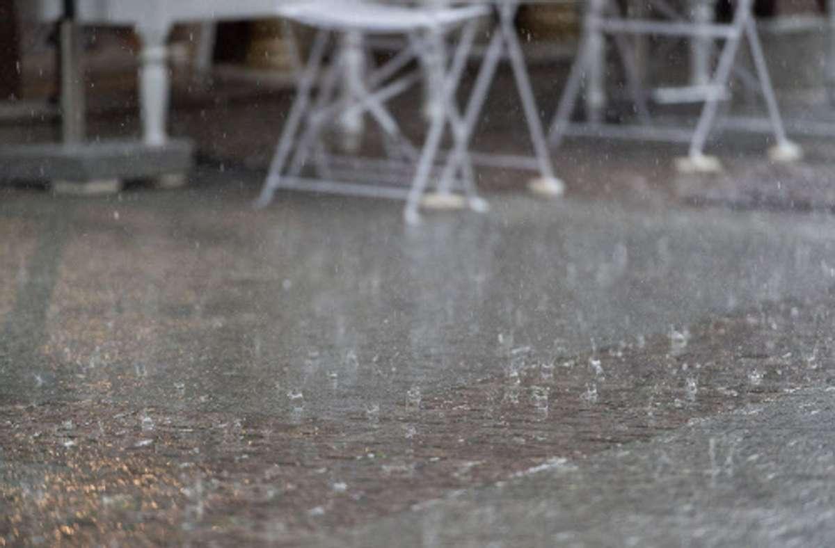 Der Deutsche Wetterdienst warnt vor Gewitter mit Starkregen und Hagelkörnern Foto: /Eibner