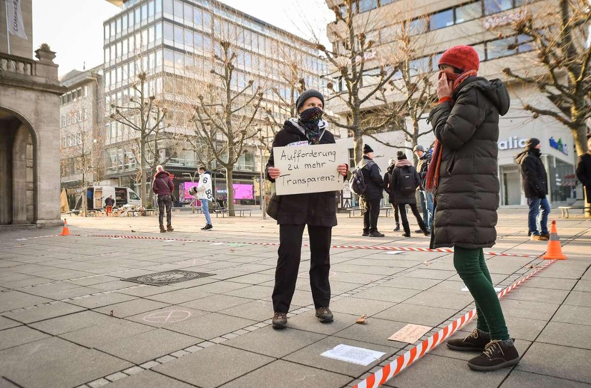 Bei der Demo suchten die wenigen Teilnehmer den Dialog mit den Passanten. Foto: Lichtgut/Ferdinando Iannone
