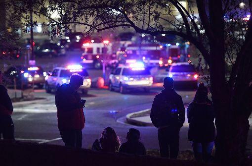 Drei Menschen in Supermarkt erschossen – Täter flüchtig