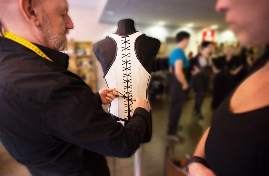Korsetts sollten auf die Maße ihrer Trägerinnen – und Träger – angepasst werden. Foto: Lichtgut/Ines Rudel