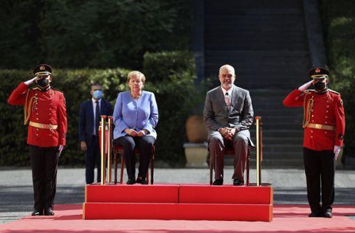 Lobeshymnen und herbe Kritik an Merkels Politik