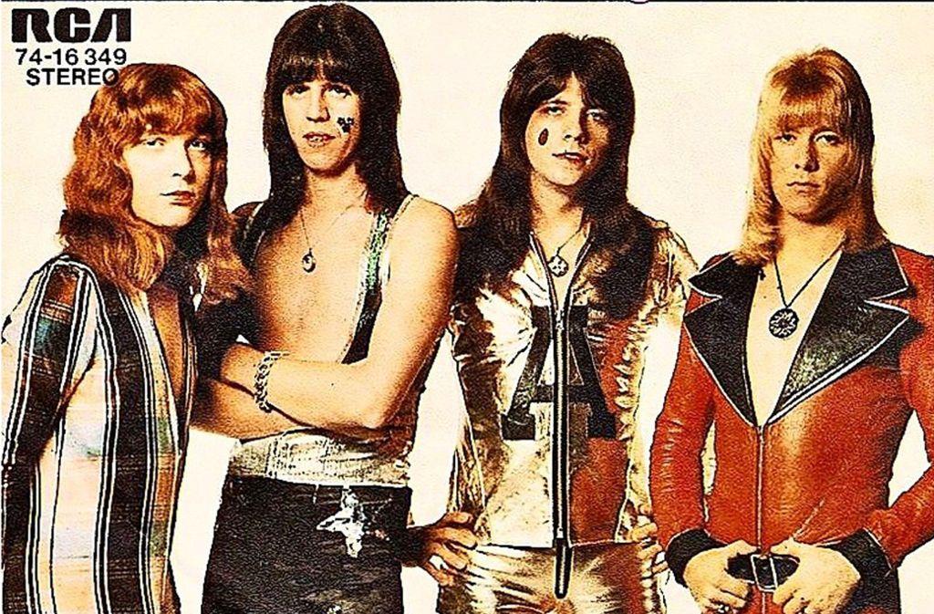 """Das Coverfoto der Single """"Ballroom Blitz"""" von 1973: Steve Priest, Mick Tucker, Andy Scott und Brian Connolly (v. li.) Foto: RCA"""
