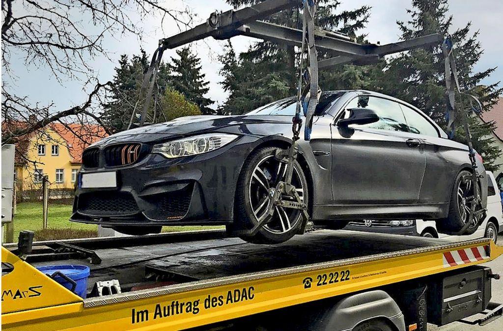 Der gestohlene BMW M4 wurde von der Polizei sichergestellt, verladen und wieder zu seinem Eigentümer zurückgebracht. Foto: Polizeidirektion Görlitz