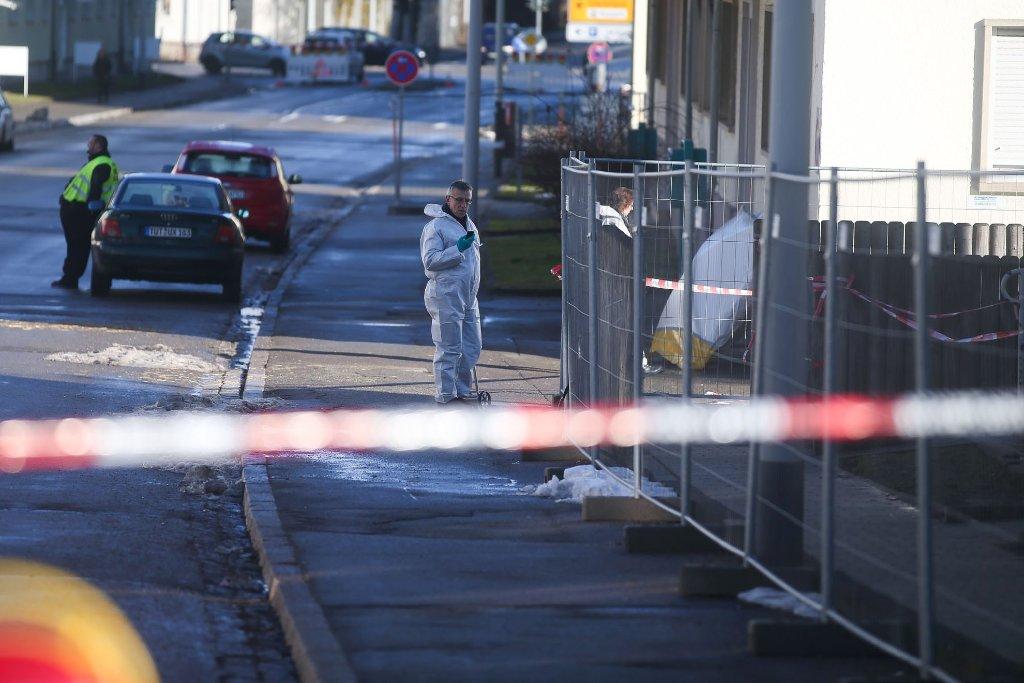 Nach dem Anschlag ermitteln 70 Beamte der Sonderkommission Container mit Hochdruck. Foto: Marc Eich