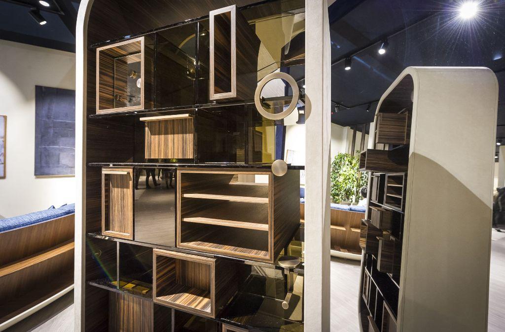 langweiliger arbeitsplatz ade diese schwungvollen schreibtische bieten platz f r mehrere. Black Bedroom Furniture Sets. Home Design Ideas
