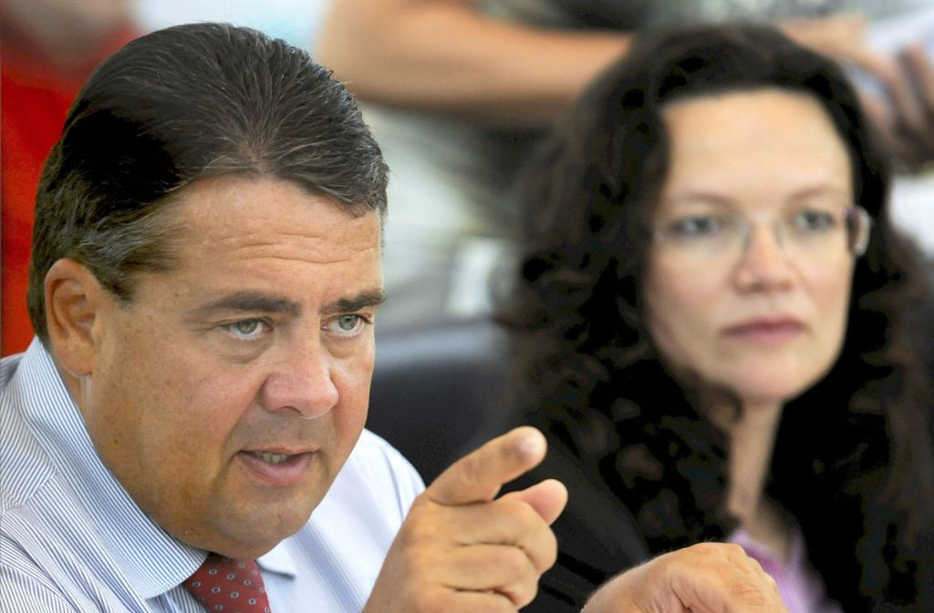 Noch ist es schwer vorstellbar, dass Sigmar Gabriel der SPD noch einmal die Richtung weist. Aber er zwischen ihm und Andrea Nahles schwelt ein Machtkampf. Foto: dpa