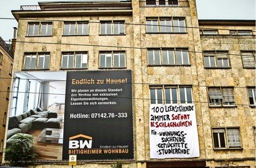 Aufgrund einer Protestaktion am Eugensplatz nimmt der Mieterverein Abstand  von der umstrittenen Onlineplattform Leerstandsmelder.de. Foto: Lichtgut/Leif Piechowski