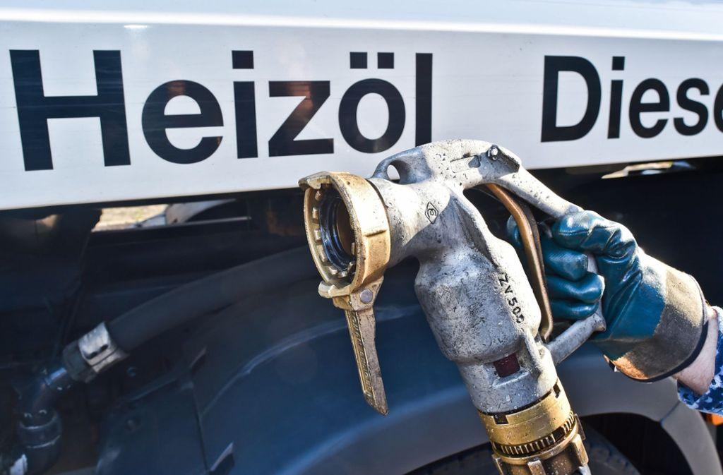 In Enzweihingen sind am Freitag zwischen 1000 und 15000 Liter leichtes Heizöl ausgelaufen. Foto: dpa/Patrick Pleul