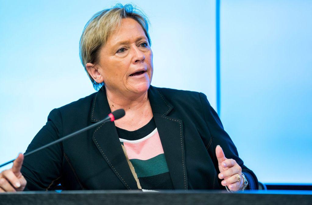 Susanne Eisenmann spricht sich für eine verpflichtende Impfung gegen das Coronavirus aus. (Archivbild) Foto: dpa/Thomas Niedermüller
