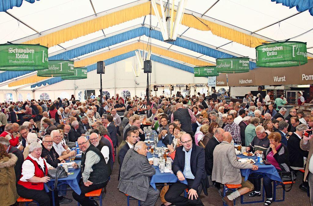 Wenn am kommenden Montag Rainer Wieland im Festzelt zu Gast sein wird, werden die Bänke sicherlich wieder gut gefüllt sein. Foto: Archiv Torsten Ströbele