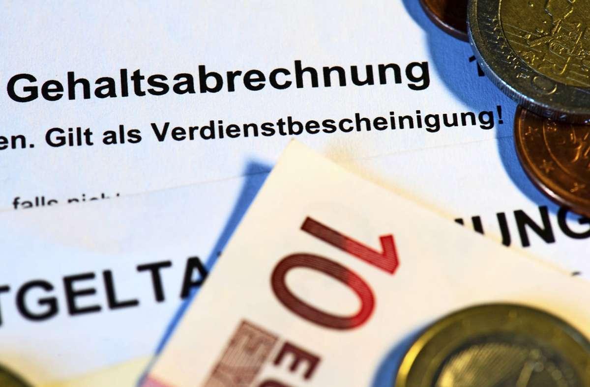 Der Sparkurs in den Unternehmen hat Auswirkungen aufs Gehalt. Foto: picture alliance /dpa/Arno Burgi