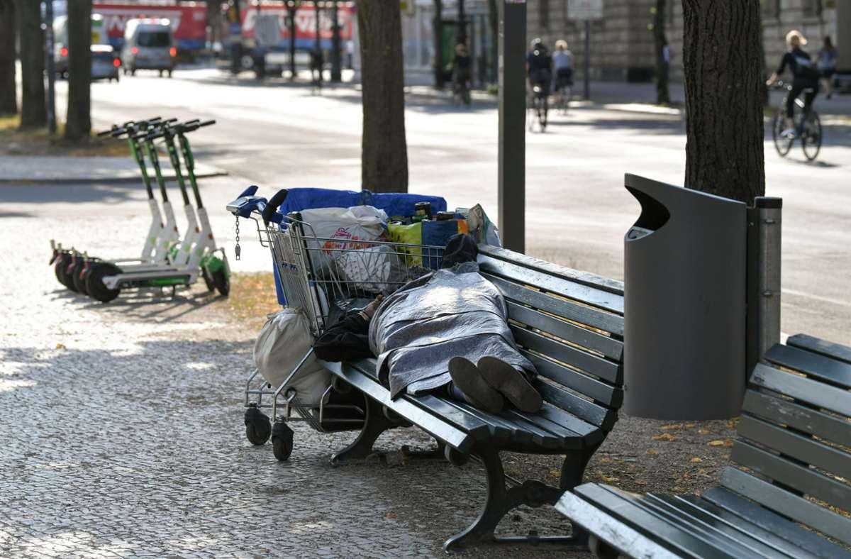 In der Corona-Krise hatten es Obdachlose besonders schwer.  (Symbolbild) Foto: dpa/Jens Kalaene