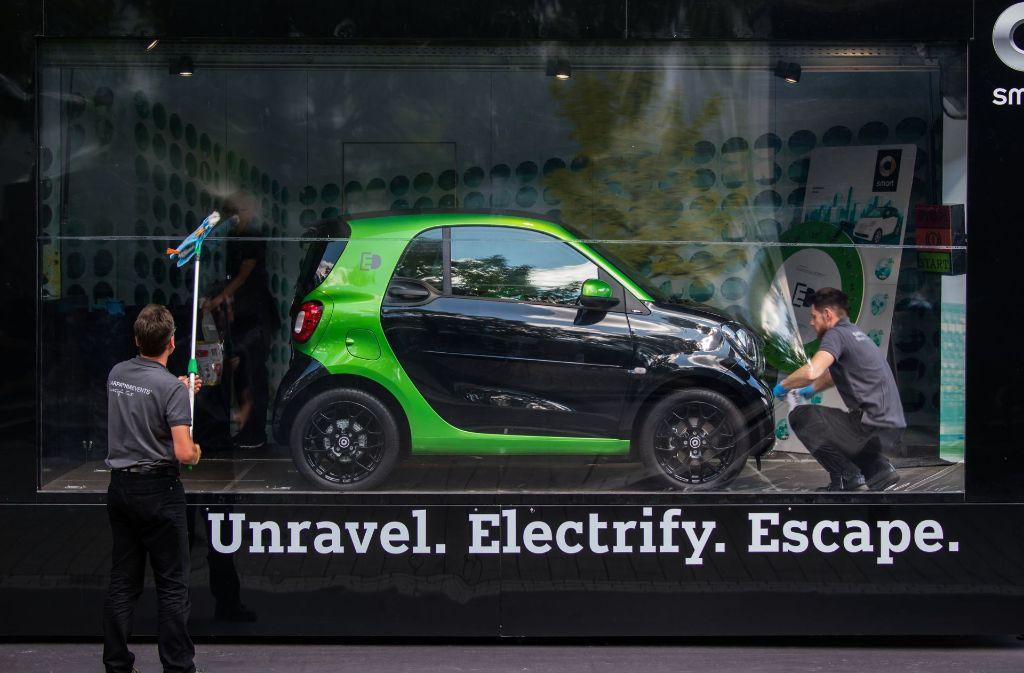 Daimlers Kleinwagen Smart soll ab 2020 nach Worten von Vorstandschef Dieter Zetsche ausschließlich als Elektroauto angeboten werden Foto: dpa