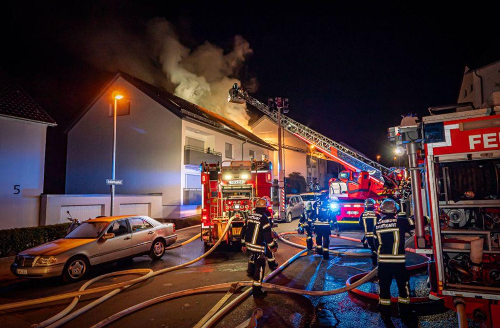Der Dachstuhl eines Hauses in Stuttgart-Kaltental stand in Flammen. Foto: 7aktuell.de/Alexander Hald