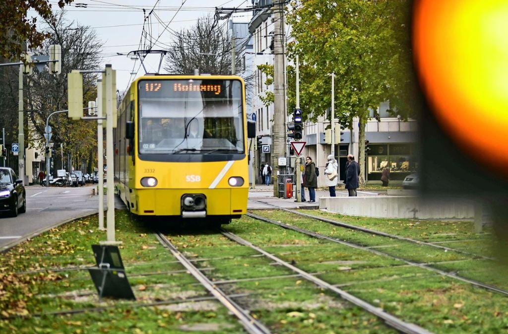 Freie Fahrt für Busse und Autos am Wilhelmsplatz, und dennoch geht nichts. Foto: Lichtgut/Max Kovalenko