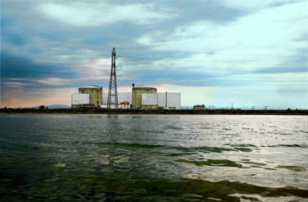 Direkt am Rhein gelegen: das französische Kernkraftwerk Fessenheim Foto: dpa