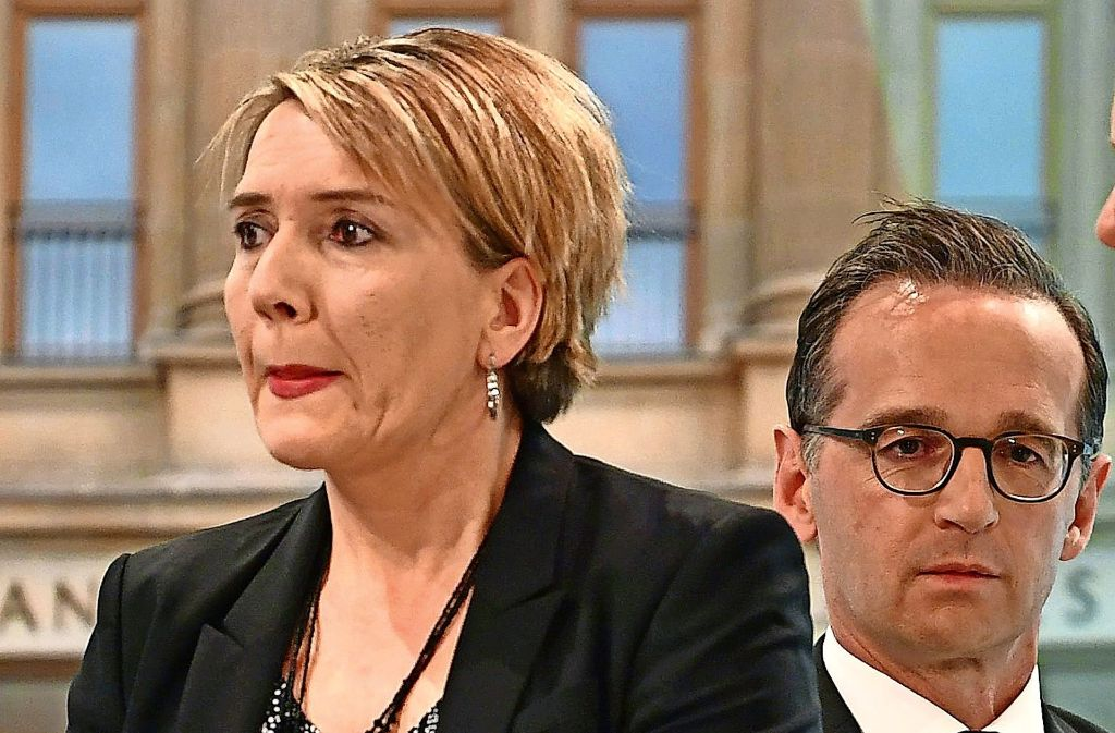Verlierer unter sich: Grünen-Chefin Simone Peter und Bundesjustizminister Heiko Maas versuchen, das Ergebnis zu erklären. Foto: dpa