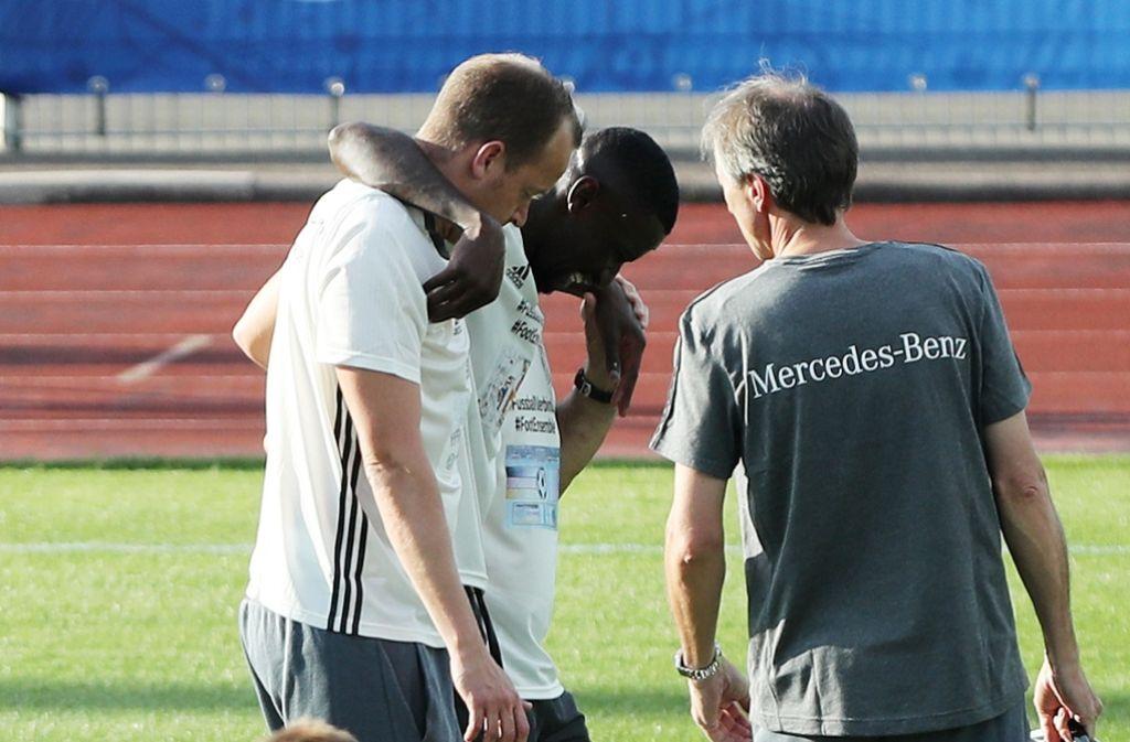 Antonio Rüdiger dürfte in diesem Moment schon realisiert haben, dass es für ihn nicht zur Fußball-EM geht. Foto: dpa
